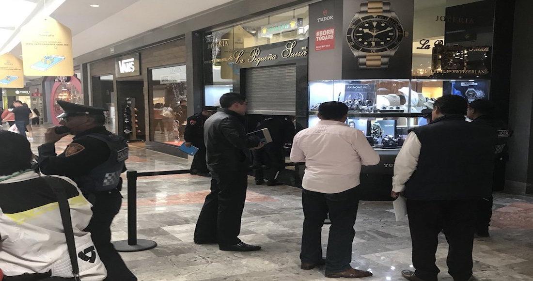Asaltan y desatan balacera en Centro Comercial de Santa Fe