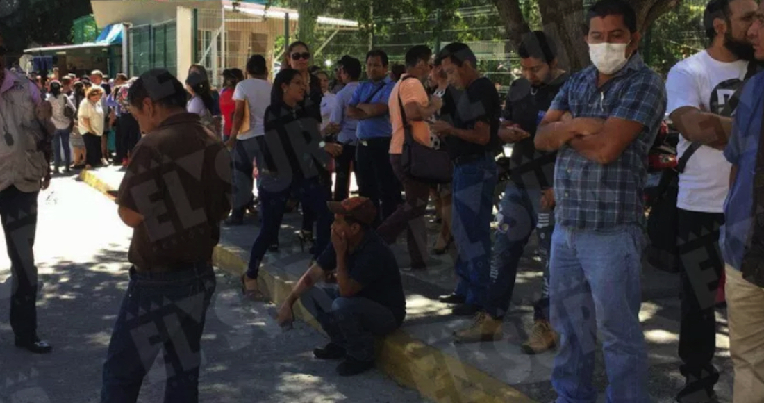 Protestan contra malos olores de Semefo de Chilpancingo