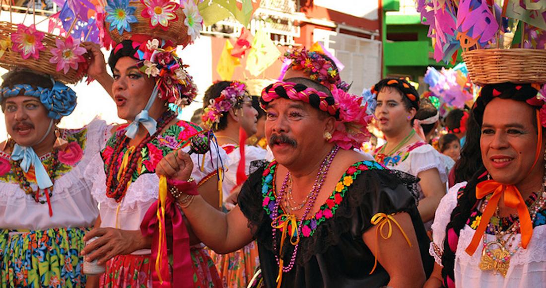 Chuntaes Hombres Vestidos De Mujer Dan Inicio A Su Danza