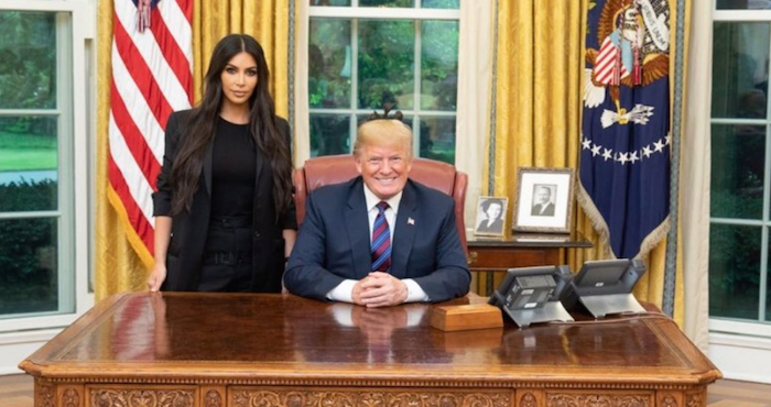 Trump conmuta sentencia de mujer respaldada por Kardashian