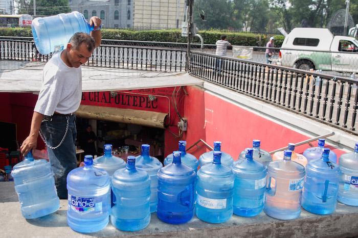 Resultado de imagen para Garrafones de agua llenos de gasolina!