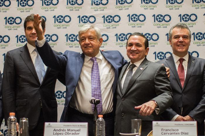 9 de julio. Andrés Manuel López Obrador se reunió con empresarios de la Concamin y Concanaco, en un hotel de la Ciudad de México. Foto: Isaac Esquivel, Cuartoscuro