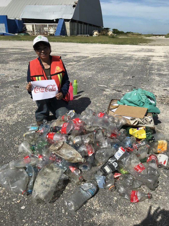 los voluntarios reunieron 19 mil 797 piezas plásticas: 4 mil 507 de Coca Cola (22.77 por ciento del total de la contaminación), 2 mil 298 de Pepsico (12.11 por ciento) y 747 de Nestlé (3.77 por ciento).