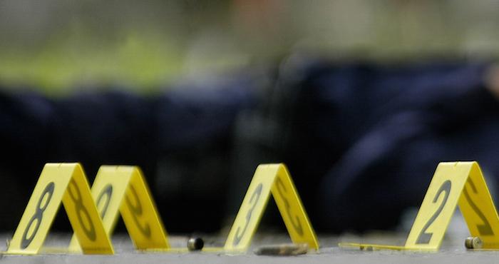 Matan a 12 estudiantes en un bar — Masacre en california