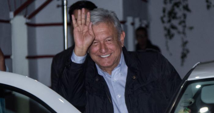 Acuerdan AMLO y empresarios finiquitar contratos del aeropuerto tras cancelación