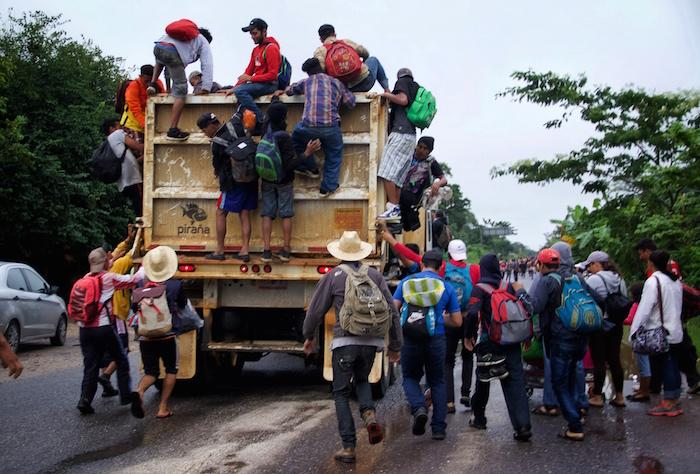 Reportan la desaparición de dos autobuses con migrantes en México