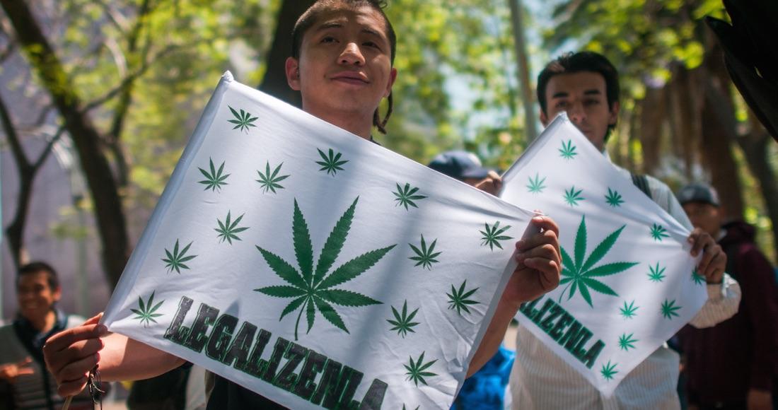 Morena propondrá que se pueda consumir marihuana en vía pública