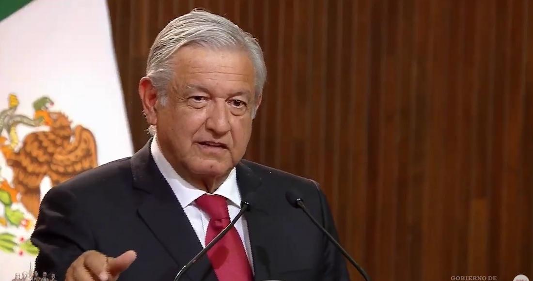 El Presidente de México durante la ceremonia del 102 aniversario de la  Constitución de 1917. Imagen tomada de transmisión en vivo 2aa0cf62490d0