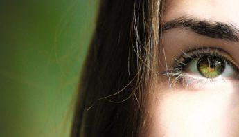 close-up-eye-eye-lashes-840810-810×447