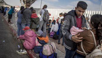 Migrantes_garita_Chaaprral-3