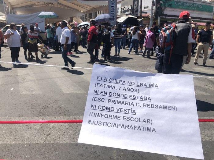 """En uno de los letreros se hizo referencia a la canción feminista """"Un violador en tu camino"""". Foto: Cri Rodríguez, SinEmbargo"""