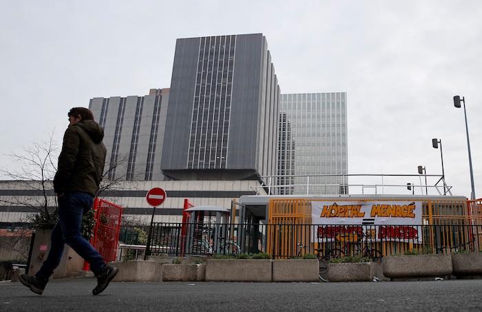 """El hombre fallecido en el hospital Bichat de París """"es el primer muerto por el coronavirus fuera de Asia, en Europa"""". Foto: EFE/EPA/IAN LANGSDON/Archivo"""