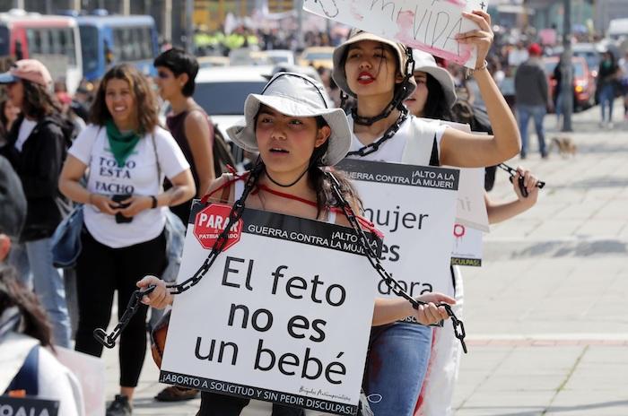Mujeres protestan en el Día Internacional de la Mujer, este domingo en Bogotá (Colombia). Foto: Mauricio Dueñas Castañeda