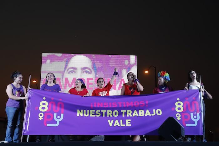 Mujeres participan en una manifestación por el Día Internacional de la Mujer este domingo, en Asunción (Paraguay). Foto: Nathalia Aguilar, EFE