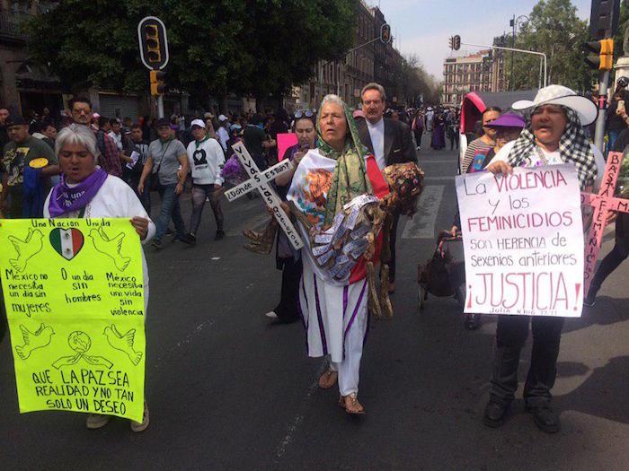 contingente-mujeres-llegada-al-zocalo-cdmx