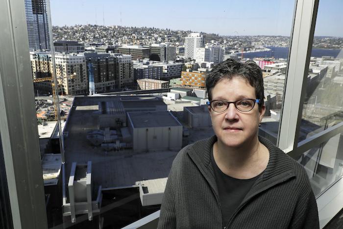 La doctora Lisa Jackson, investigadora del Instituto de Investigación Permanente Kaiser de Washington, posa para una fotografía el domingo 15 de marzo de 2020 en Seattle. Foto: Ted S. Warren, AP