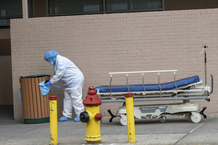 La situación en el Wyckoff Heights Medical Center, Brooklyn, Nueva York el 2 de abril del 2020. Foto: Mary Altaffer, AP