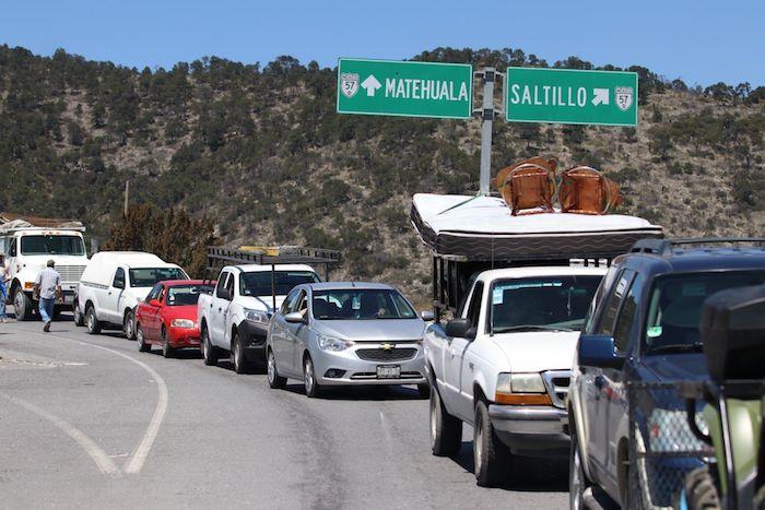 Retén en San Antonio de las Alazanas, Coahuila, por posible caso de COVID-19.