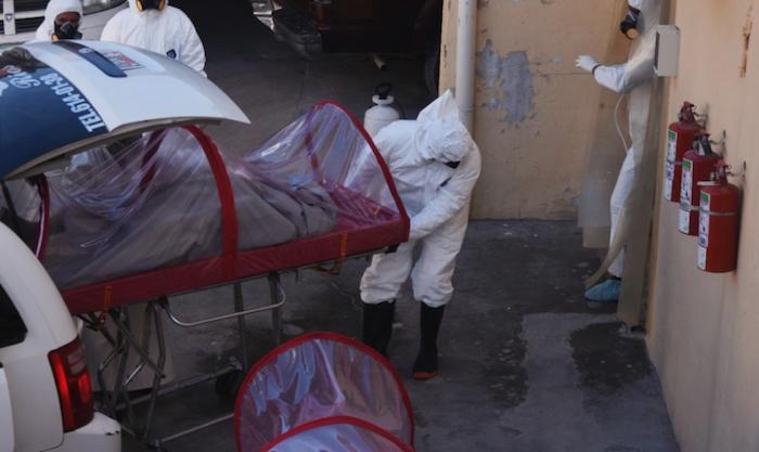 El cuerpo también estaba envuelto en una sábana. Foto: Rey R. Jauregui, La Verdad de Juárez