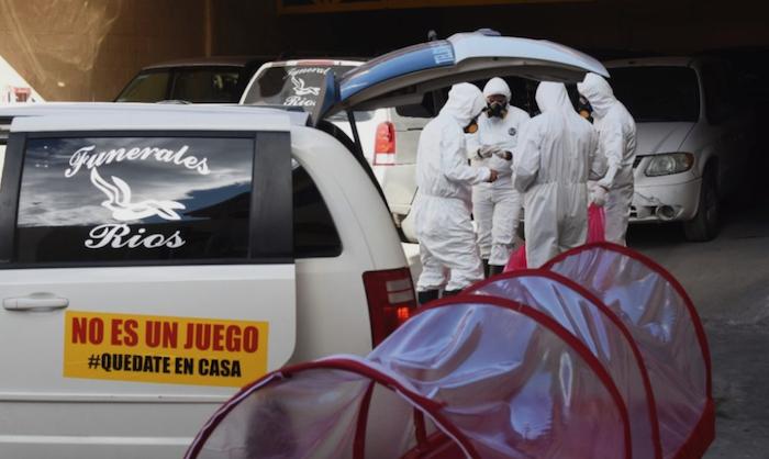 El traslado de los cadáveres se lleva a cabo bajo el seguimiento a instrucciones y protocolos establecidos por el Gobierno de México. Foto: Rey R. Jauregui, La Verdad de Juárez