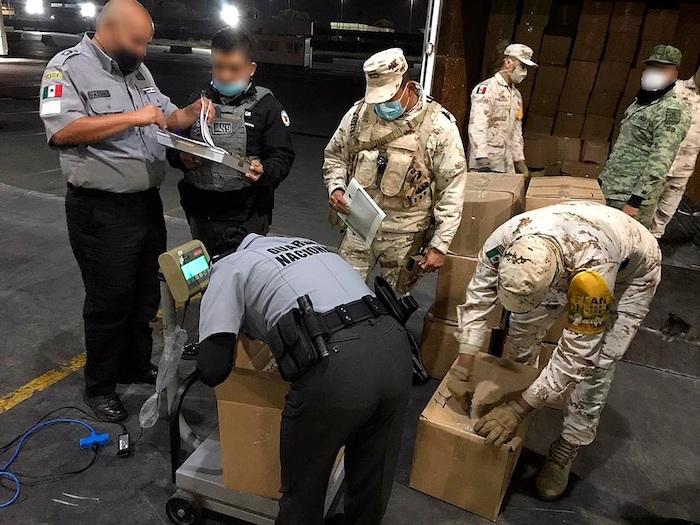 Fotografía manipulada desde la fuente, cedida por la Guardia Nacional, donde se observa un decomiso en la ciudad de Tijuana en el estado de Baja California (México).