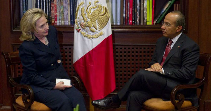 Hillary Clinton, exsecretaria de Estado de EU, y Felipe Calderón Hinojosa, expresidente de México.