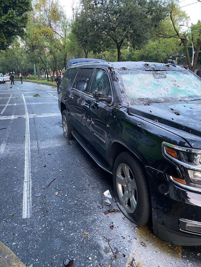 Camioneta en la que viajaba el Secretario de Seguridad de la Ciudad de México.