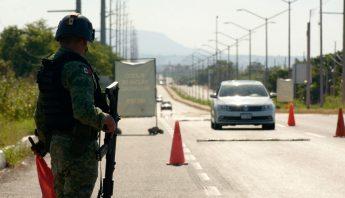 militar-carretera-armado