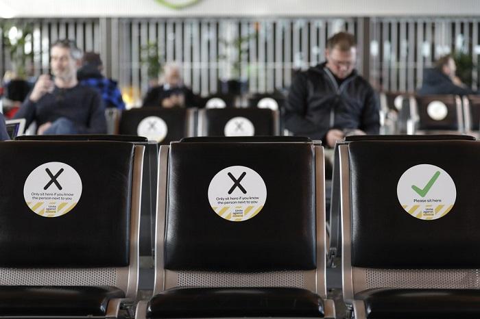 Pasajeros esperan para abordar su vuelo en el aeropuerto de Christchurch en Christchurch, Nueva Zelanda.