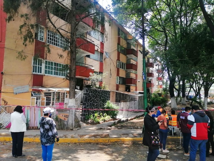Entre 40 y 50 familias fueron desalojadas del edificio 52 de la Unidad Habitacional Lindavista-Vallejo.