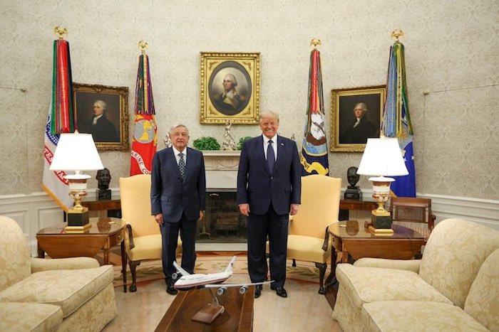Los mandatarios de México y Estados Unidos al interior de la Casa Blanca.
