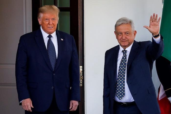 AMLO y Donald Trump en la entrada de la Casa Blanca.