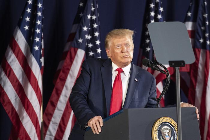 El Presidente Donald Trump habla en el Monumento Nacional del Monte Rushmore, el viernes 3 de julio de 2020, cerca de Keystone, Dakota del Sur.