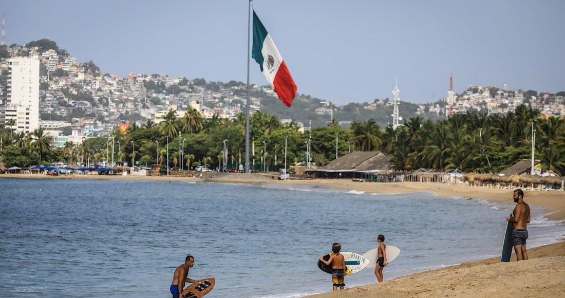 acapulco-playa-bandera-julio-2020