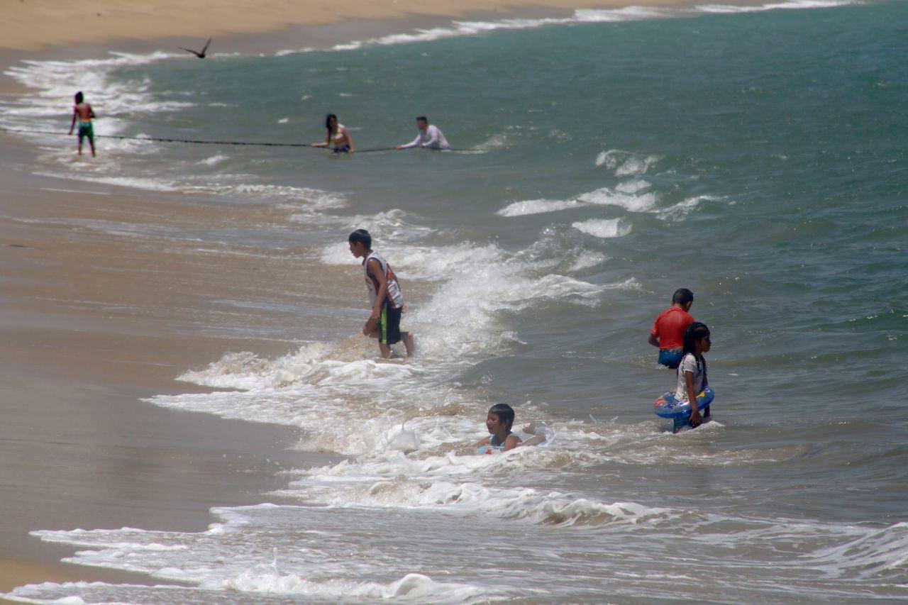 turistas-playa-acapulco-julio-2020