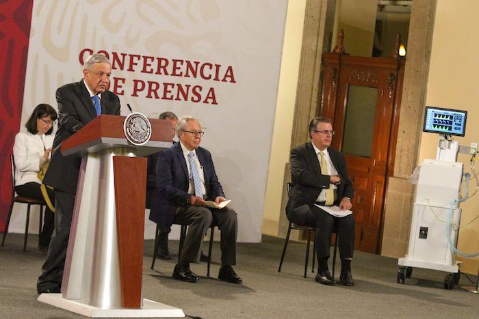 En la conferencia también estuvieron Marcelo Ebrard, Secretario de Relaciones Exteriores; Jorge Alcocer Varela, Secretario de Salud; Hugo López-Gatell, Subsecretario de Salud, y María Elena Álvarez-Buylla.