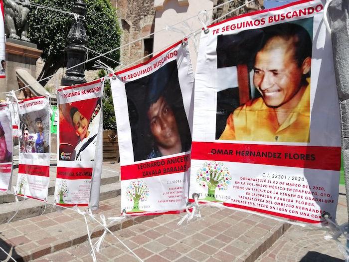 Pancartas con las fotografías de personas desaparecidas en Guanajuato.