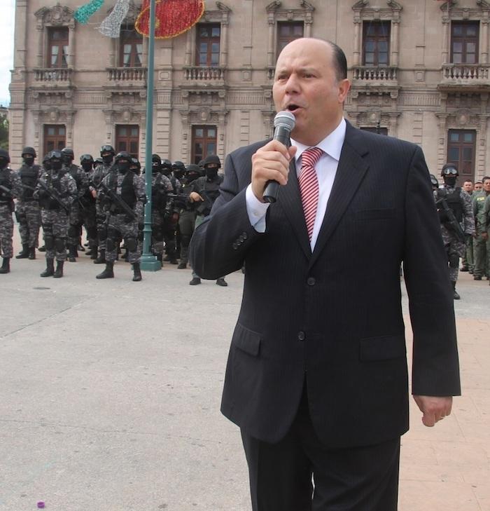 Fotografía del 4 de octubre de 2016 del exgobernador César Duarte durante su despedida con las fuerzas de seguridad del estado de Chihuahua (México).