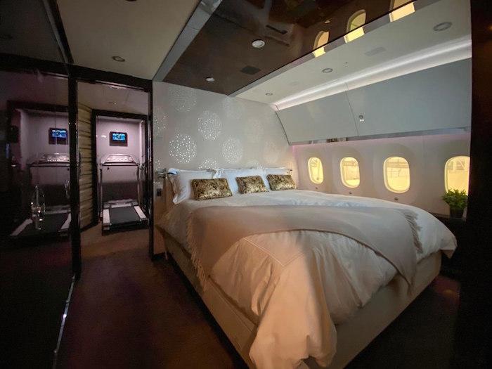 En el avión presidencial hay hasta una caminadora.