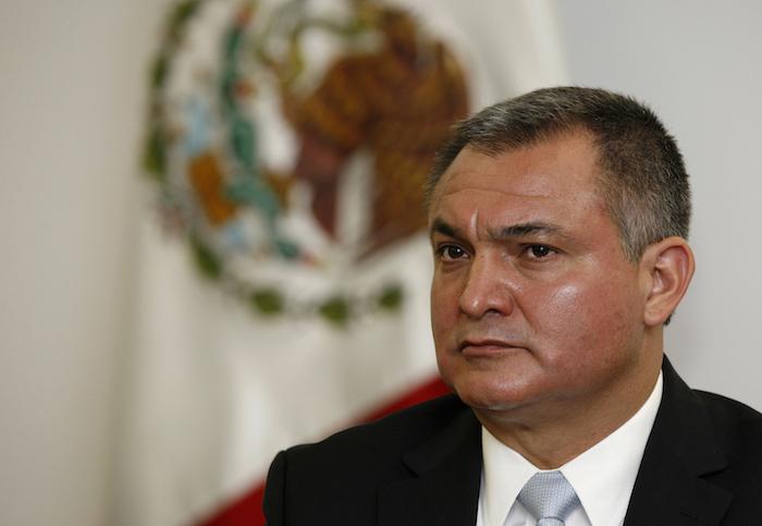 En esta foto del 8 de octubre de 2010, el secretario de Seguridad Pública de México, Genaro García Luna, participa en una conferencia de prensa en la Ciudad de México.
