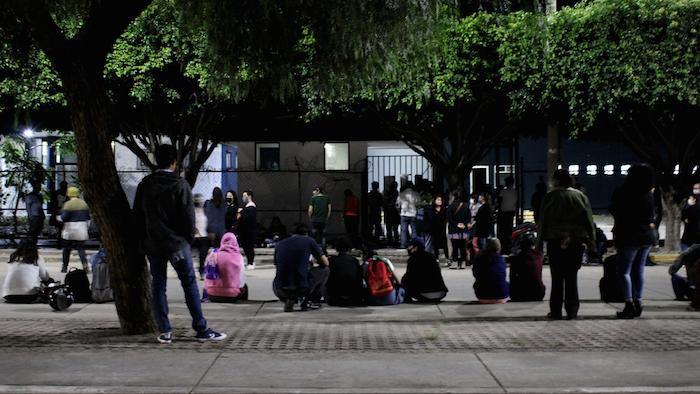 La Red Feminista de León acudió a las diferentes delegaciones de CEPOL para esperar la llegada de las mujeres detenidas.