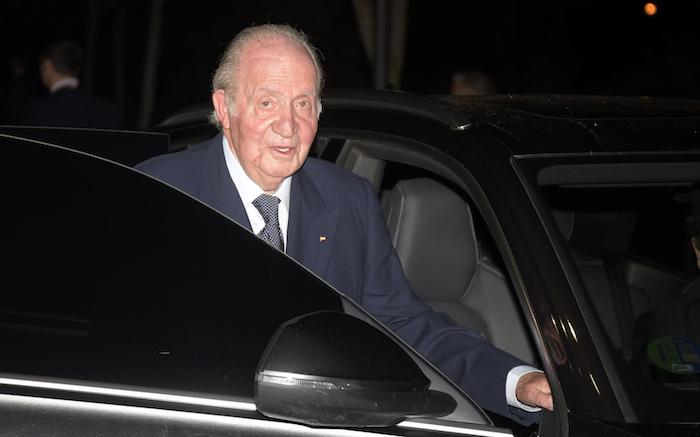 Juan Carlos de Borbón acude al tanatorio para despedir a Plácido Arango en Madrid, a 17 de febrero de 2020.