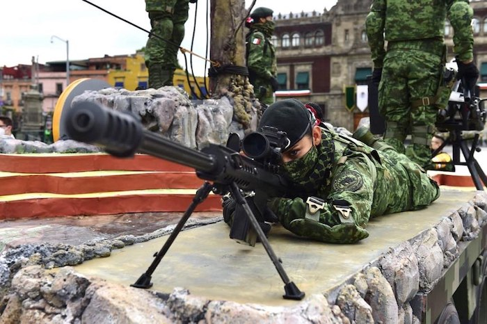También se mostró parte del armamento con el que cuentan las Fuerzas Armadas.