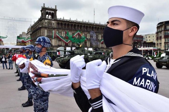 Marinos fueron parte del evento celebrado en el Zócalo de la Ciudad de México.