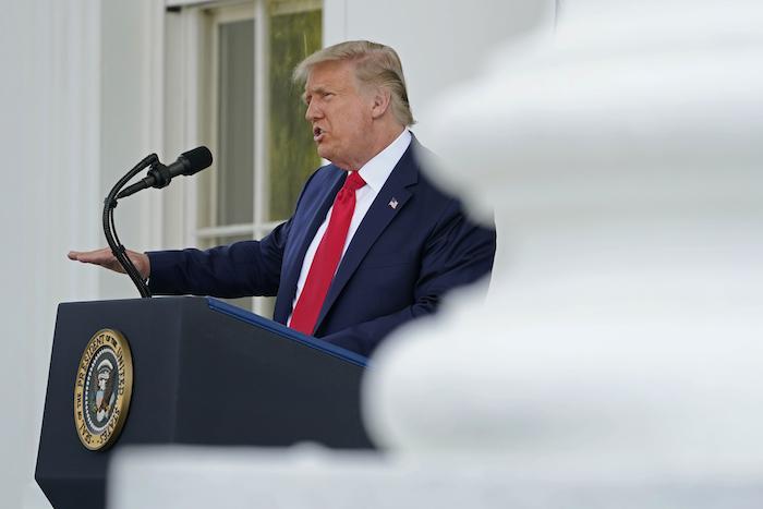 El Presidente Donald Trump habla durante una conferencia de prensa en la Casa Blanca, Washington, el lunes 7 de septiembre de 2020.