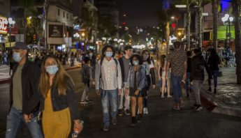 personas-calle-noche-tijuana