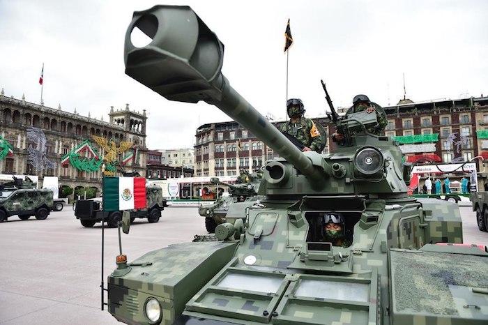 Diversos vehículos de las Fuerzas Armadas se exhibieron en el Desfile Militar.