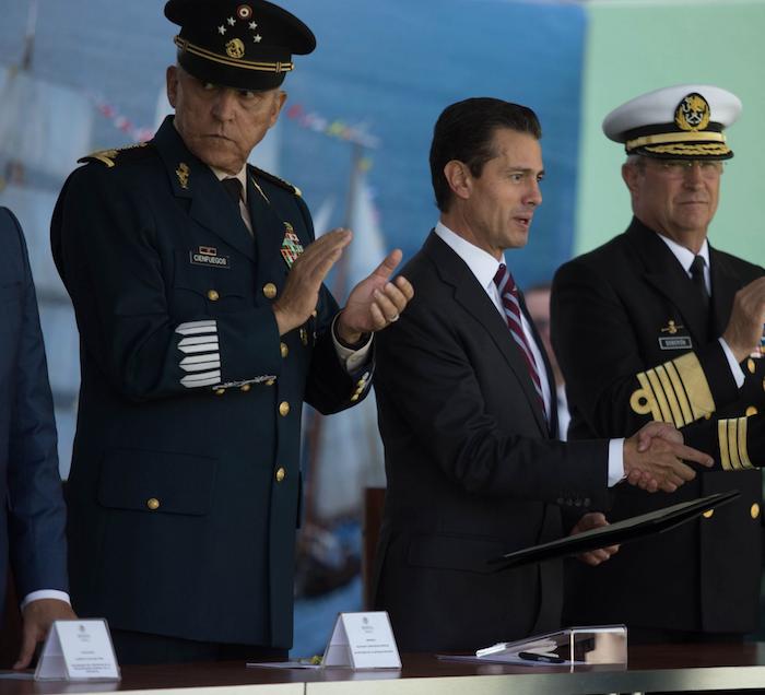 El Secretario de la Defensa de Peña, el General Cienfuegos, fue detenido en  EU, confirma Ebrard | SinEmbargo MX